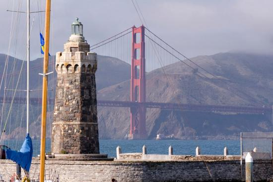 Маяк у моста «Золотые ворота»
